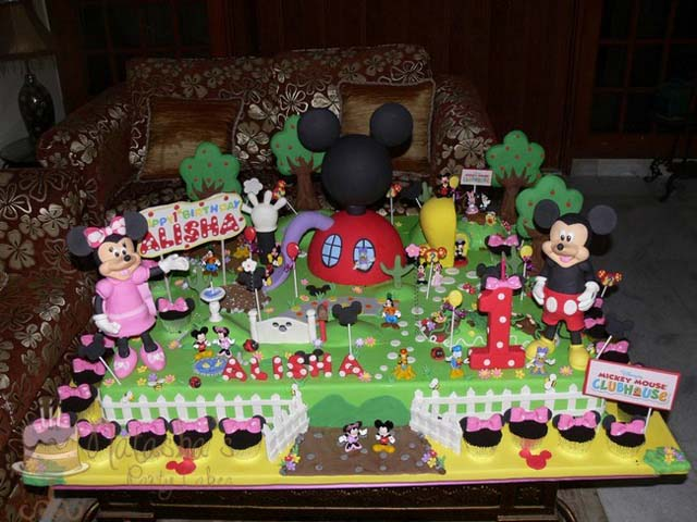 Mickey and Minnie Mouse (6)